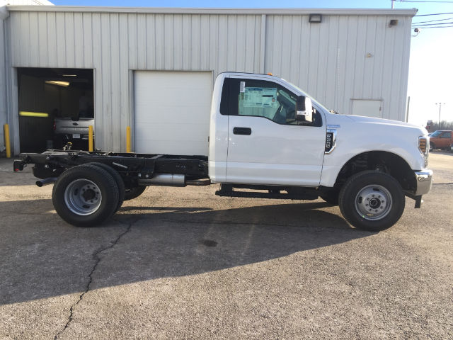 2018 F-350 Regular Cab DRW 4x4, Cab Chassis #28427 - photo 6