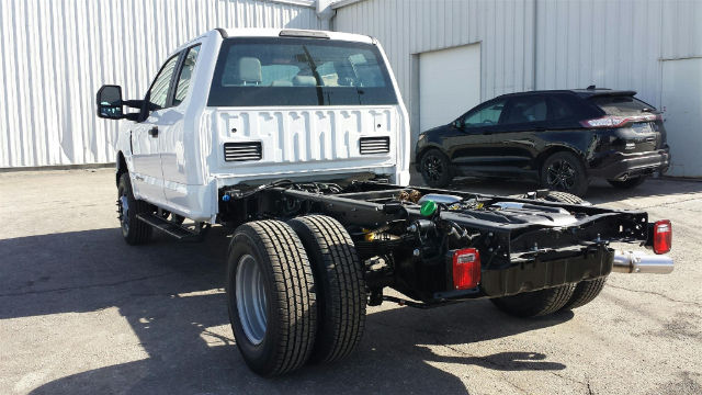2018 F-350 Super Cab DRW 4x4, Cab Chassis #28509 - photo 2