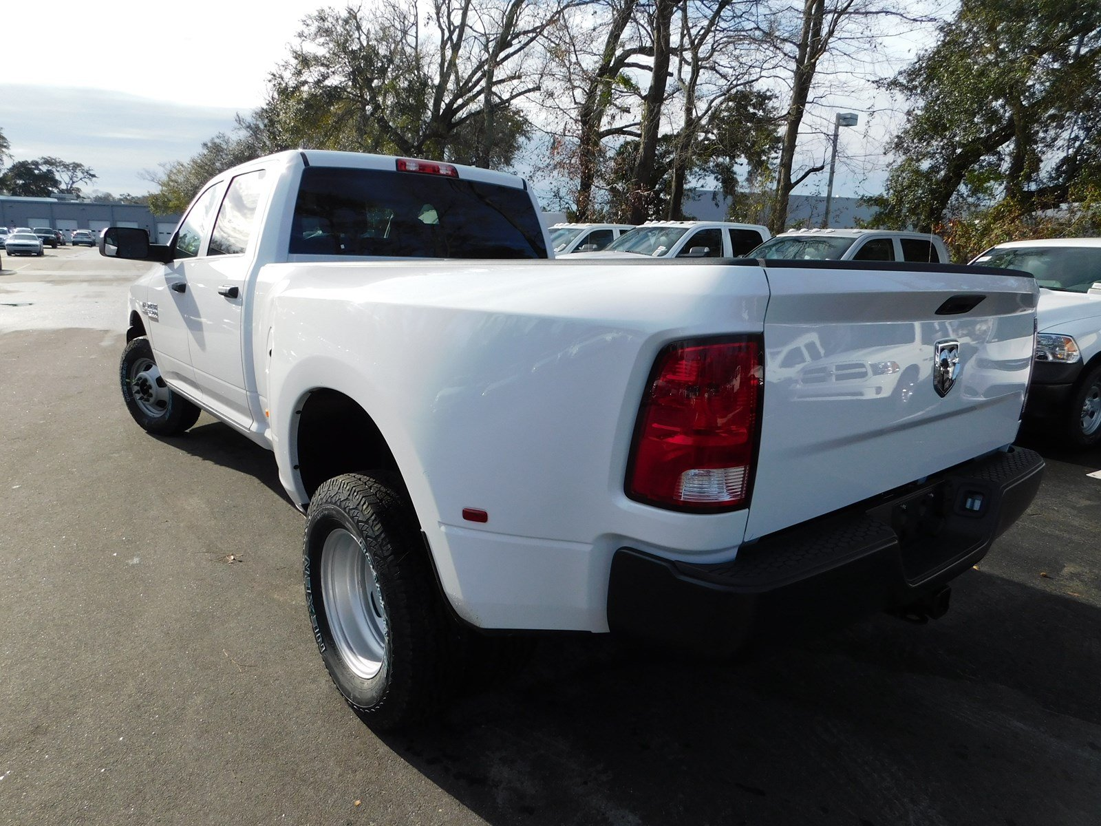 2018 Ram 3500 Crew Cab DRW 4x2,  Pickup #180473 - photo 32