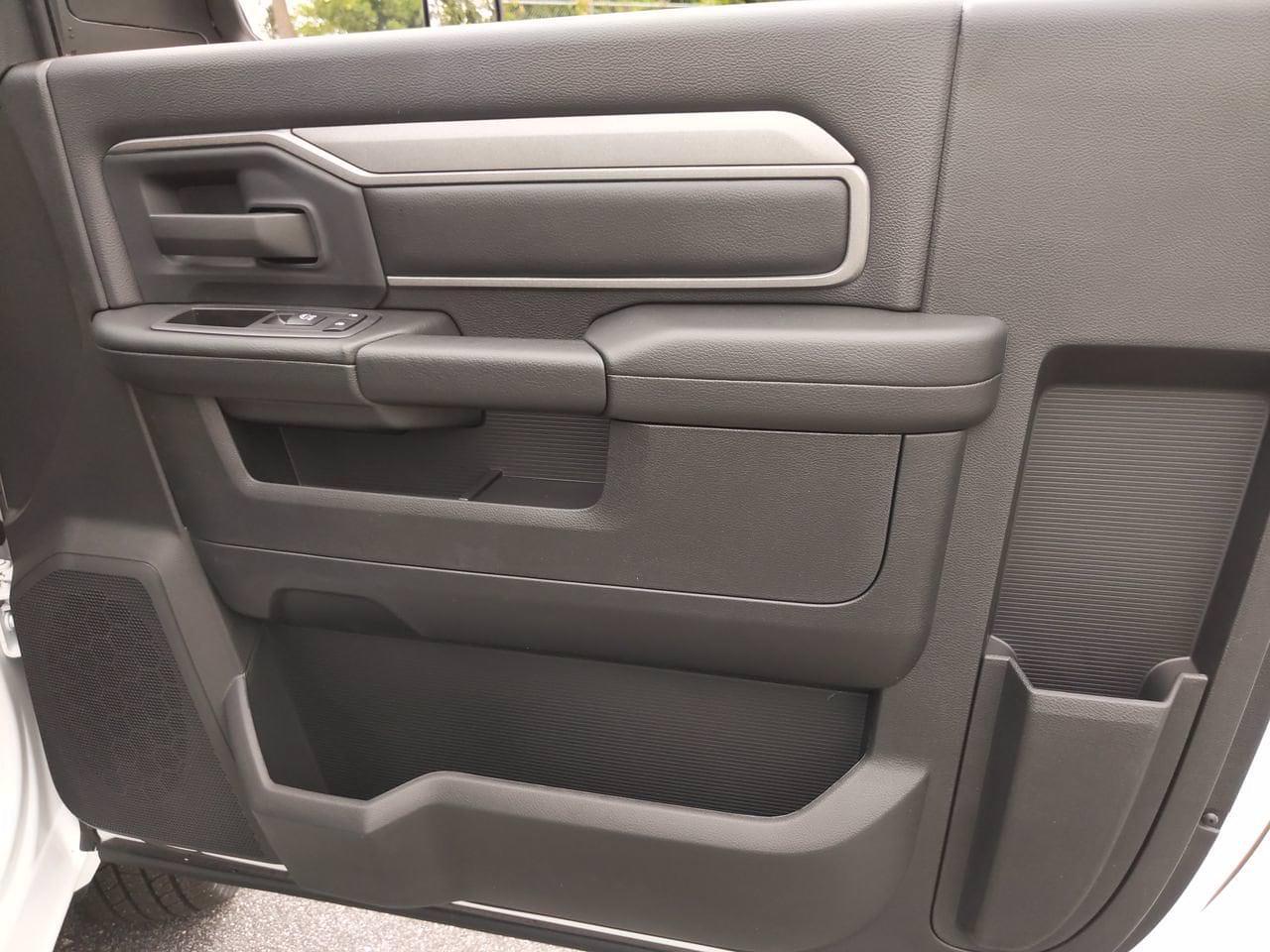 2021 Ram 3500 Regular Cab DRW 4x2, Cab Chassis #CM00150 - photo 29