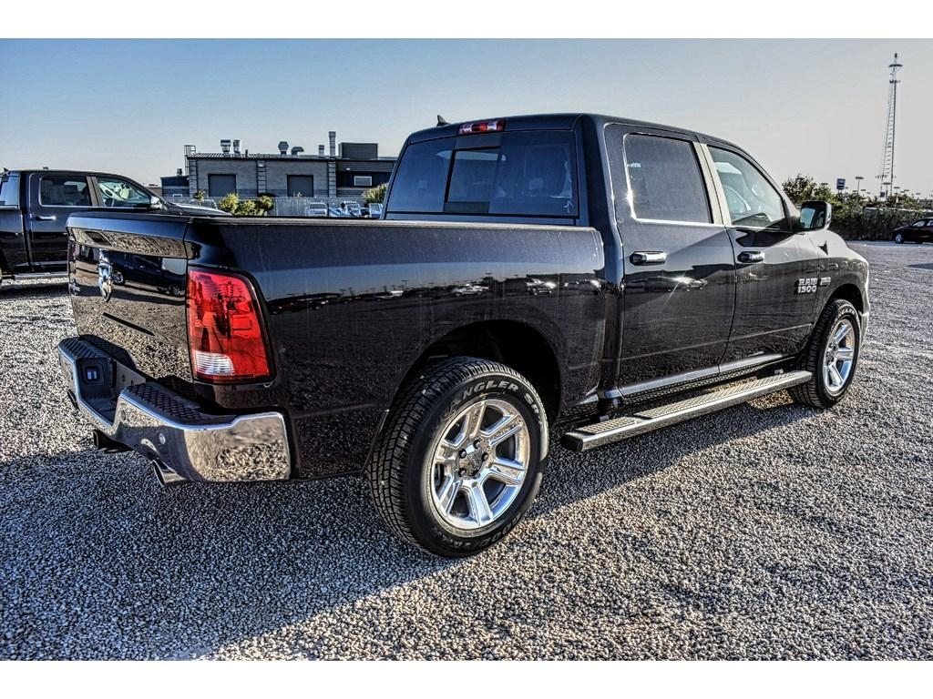 2018 Ram 1500 Crew Cab Pickup #JS161033 - photo 2