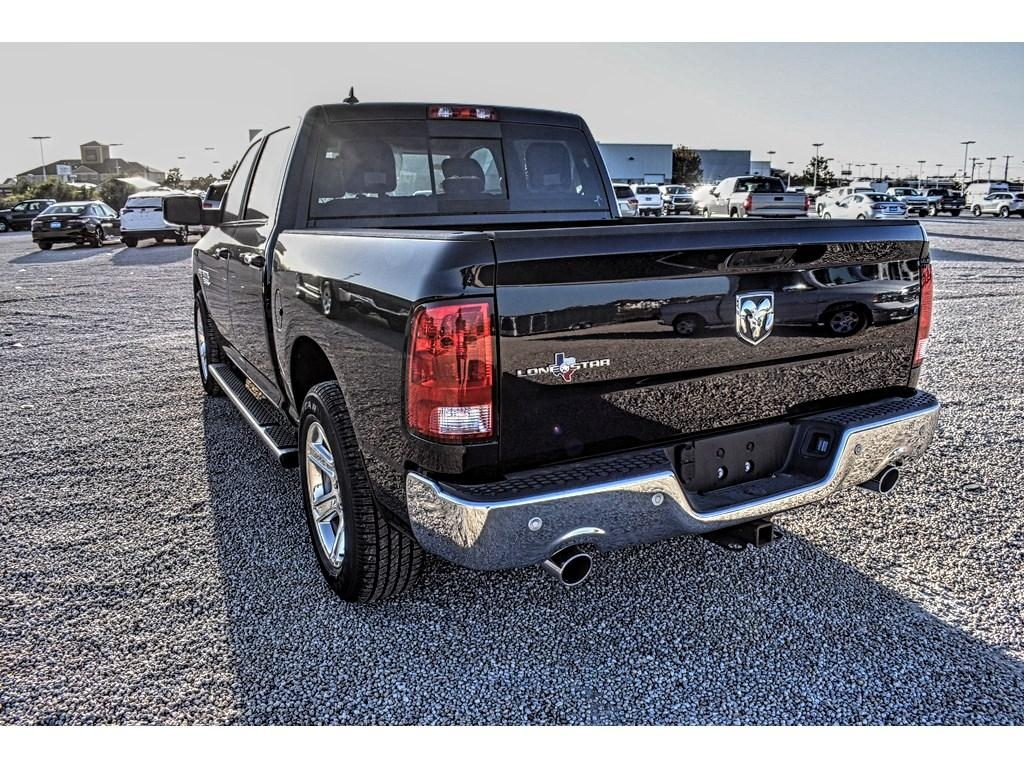 2018 Ram 1500 Crew Cab Pickup #JS161033 - photo 10