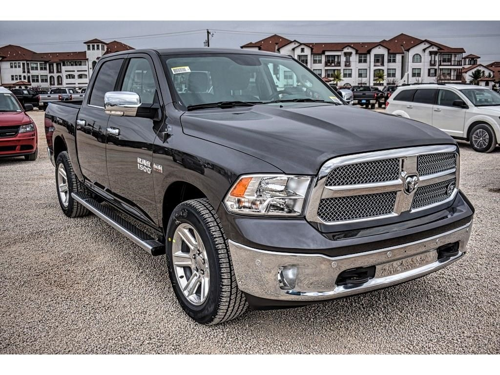 2018 Ram 1500 Crew Cab 4x4, Pickup #JS267813 - photo 3