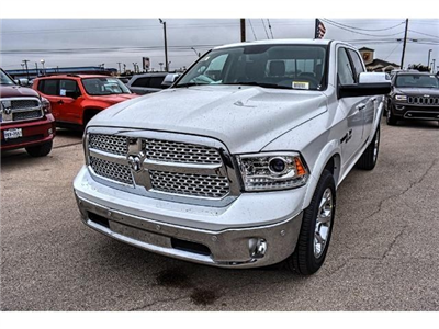 2017 Ram 1500 Crew Cab 4x4 Pickup #HS875242 - photo 6