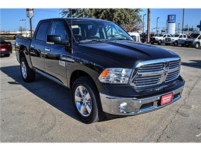 2017 Ram 1500 Crew Cab 4x4, Pickup #HS876077 - photo 3