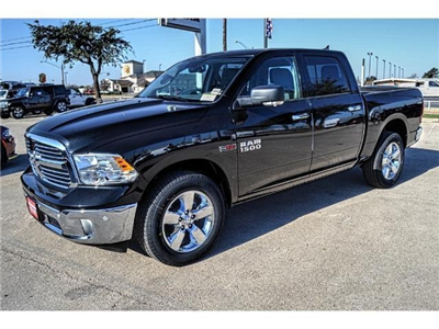 2017 Ram 1500 Crew Cab 4x4, Pickup #HS876077 - photo 6