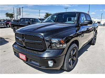 2018 Ram 1500 Crew Cab Pickup #JS132449 - photo 5