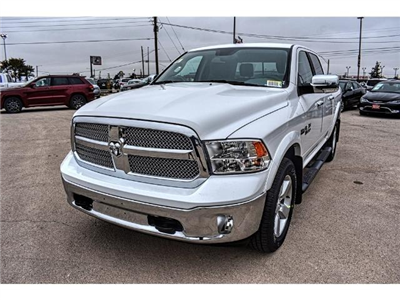 2018 Ram 1500 Crew Cab 4x4 Pickup #JS167741 - photo 3