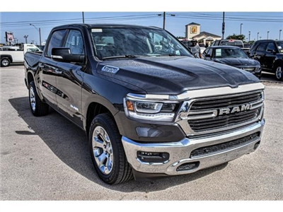 2019 Ram 1500 Crew Cab 4x2,  Pickup #KN562765 - photo 3