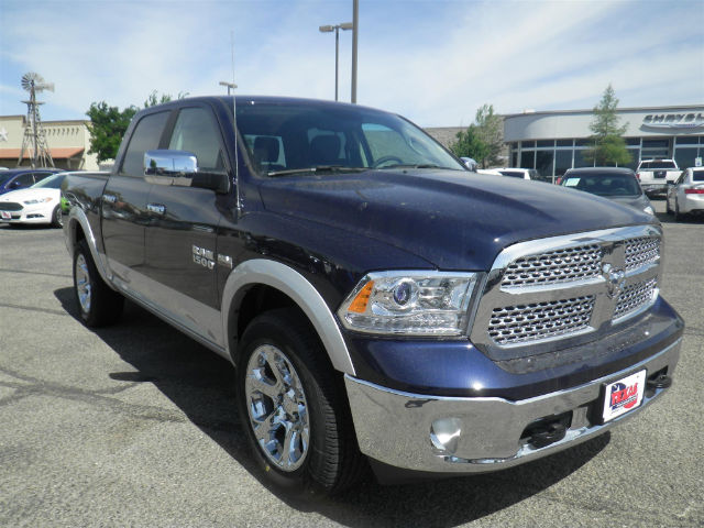 2017 Ram 1500 Crew Cab 4x4 Pickup #D10041 - photo 4