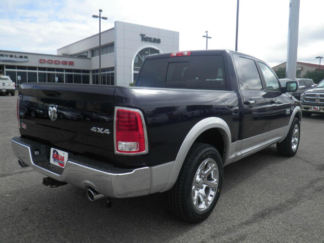 2017 Ram 1500 Crew Cab 4x4 Pickup #D10144 - photo 6