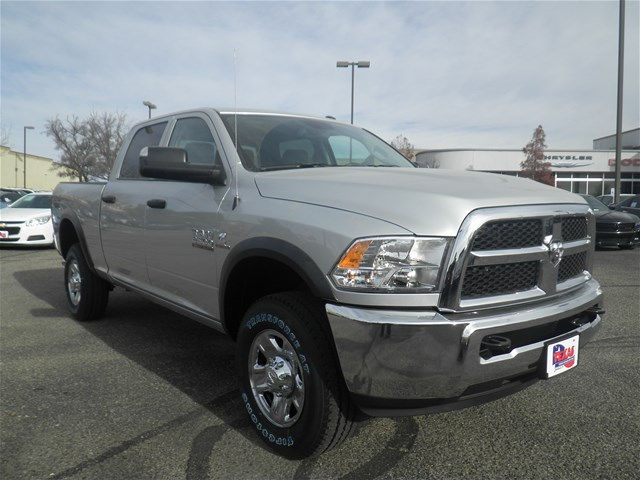 2018 Ram 2500 Crew Cab 4x4 Pickup #D10573 - photo 4