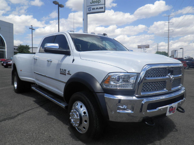 2017 Ram 5500 Crew Cab DRW 4x4 Pickup #I72872 - photo 4