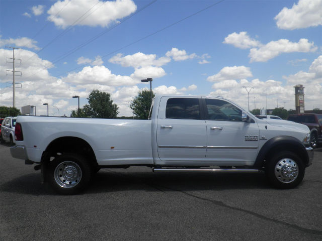 2017 Ram 5500 Crew Cab DRW 4x4 Pickup #I72872 - photo 5