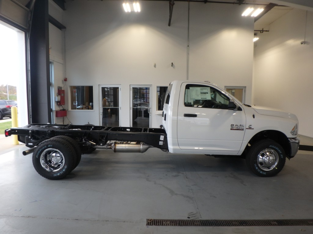 2018 Ram 3500 Regular Cab DRW 4x4 Cab Chassis #D18017 - photo 5
