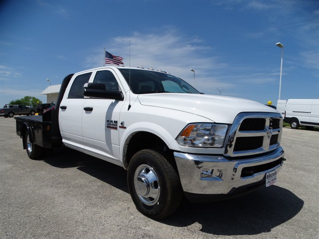 2017 Ram 3500 Crew Cab DRW 4x4, Hauler Body #D15144 - photo 3