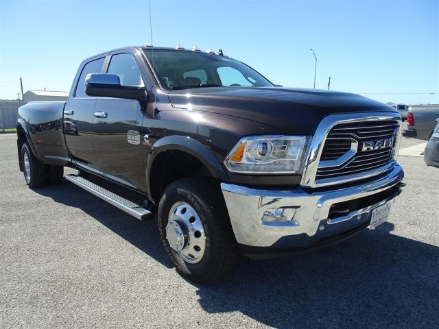 2017 Ram 3500 Crew Cab DRW 4x4, Pickup #D15346 - photo 3