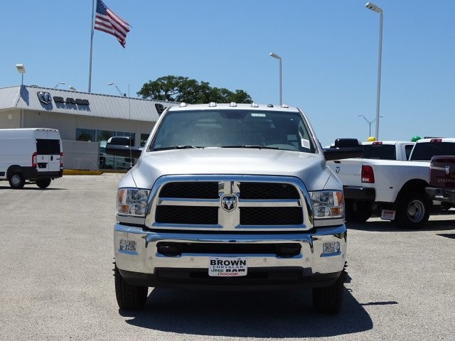 2018 Ram 3500 Regular Cab DRW 4x4,  Platform Body #D15576 - photo 4