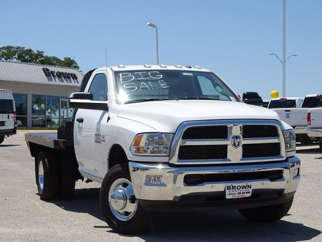 2018 Ram 3500 Regular Cab DRW 4x4, Platform Body #D15579 - photo 4