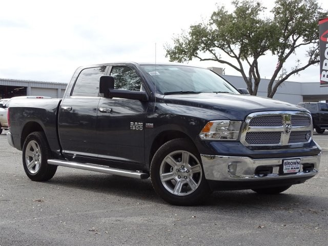 2018 Ram 1500 Crew Cab, Pickup #D15637 - photo 3