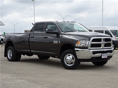 2018 Ram 3500 Crew Cab DRW 4x4, Pickup #D15714 - photo 3