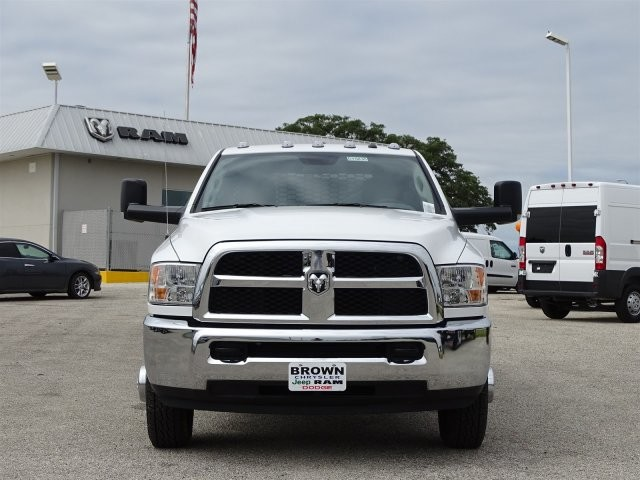 2017 Ram 3500 Crew Cab DRW 4x4, Platform Body #D15830 - photo 4