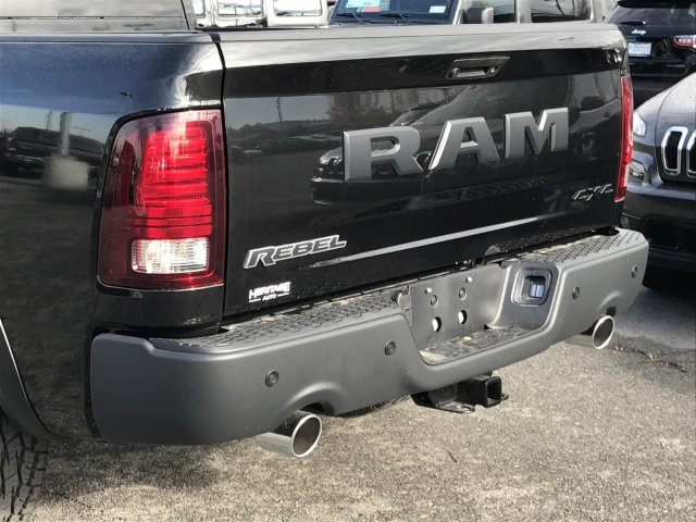 2018 Ram 1500 Crew Cab 4x4 Pickup #92196 - photo 5
