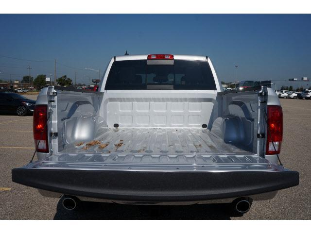 2018 Ram 1500 Crew Cab 4x4 Pickup #JS109348 - photo 15