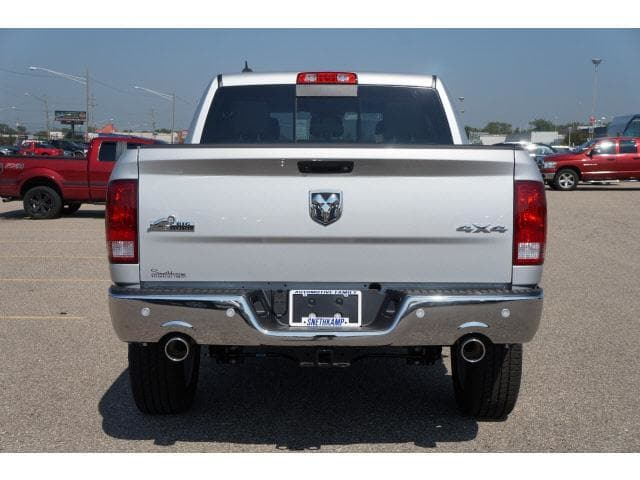 2018 Ram 1500 Crew Cab 4x4 Pickup #JS109348 - photo 2