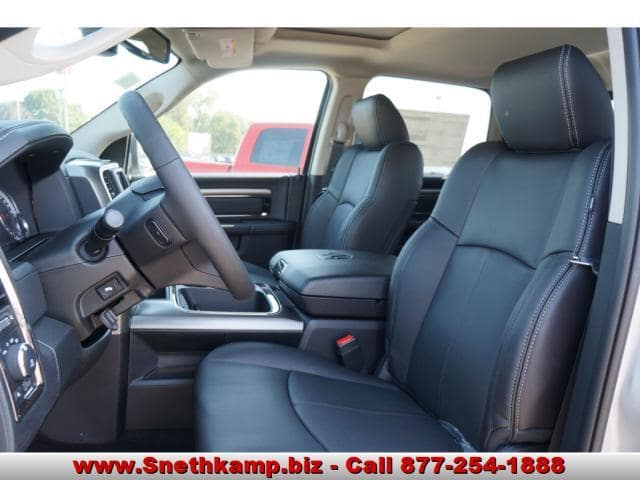 2018 Ram 1500 Crew Cab 4x4 Pickup #JS109359 - photo 3