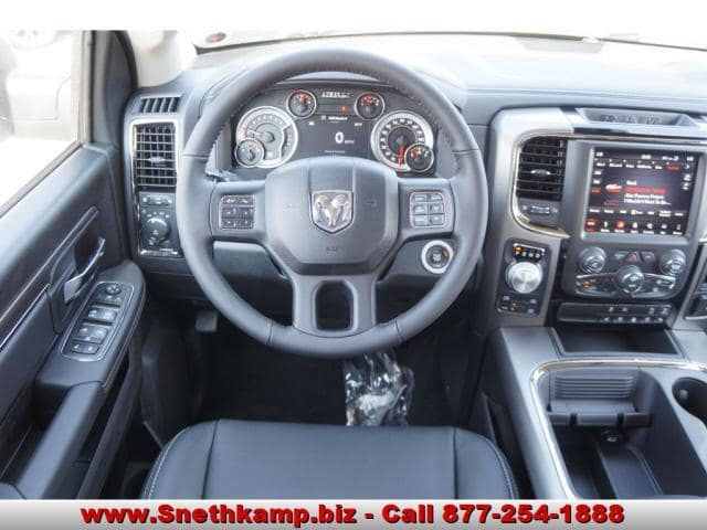 2018 Ram 1500 Crew Cab 4x4 Pickup #JS109359 - photo 4