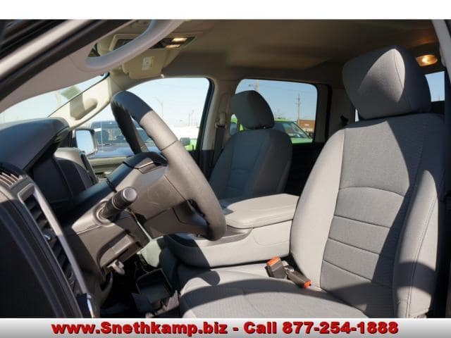 2018 Ram 1500 Crew Cab 4x4, Pickup #JS257943 - photo 3