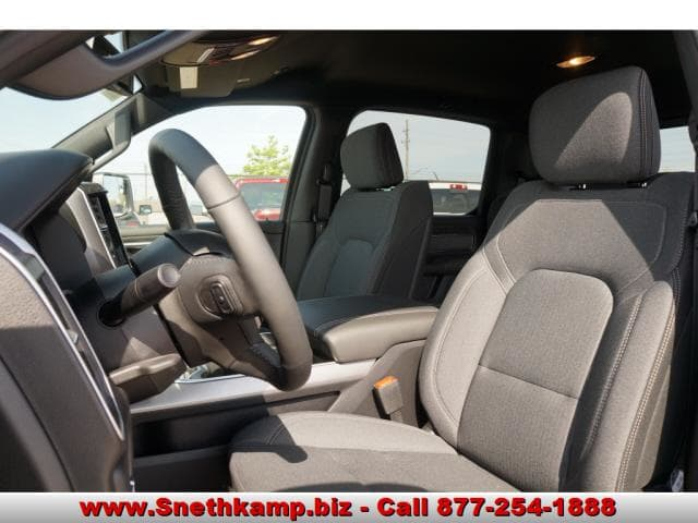 2019 Ram 1500 Crew Cab 4x4,  Pickup #KN510220 - photo 3