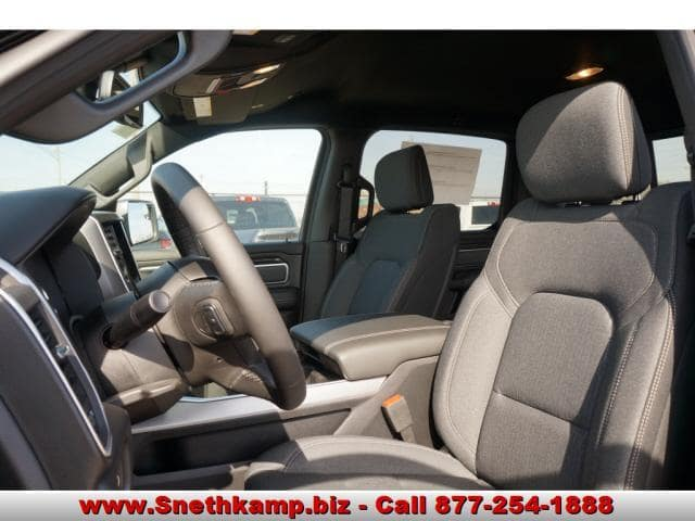 2019 Ram 1500 Crew Cab 4x4,  Pickup #KN516858 - photo 3
