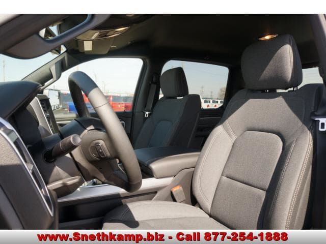 2019 Ram 1500 Crew Cab 4x4,  Pickup #KN530150 - photo 3