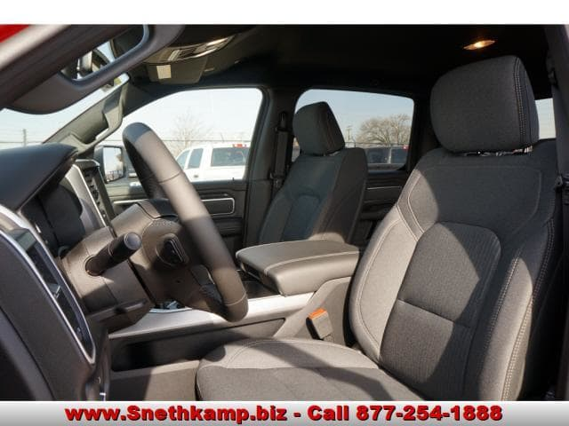 2019 Ram 1500 Crew Cab 4x4, Pickup #KN530153 - photo 3