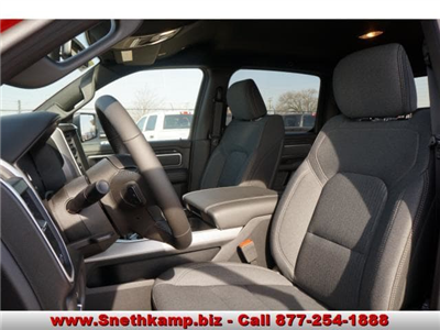 2019 Ram 1500 Crew Cab 4x4,  Pickup #KN556808 - photo 3