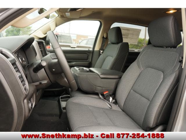 2019 Ram 1500 Crew Cab 4x4,  Pickup #KN559540 - photo 3