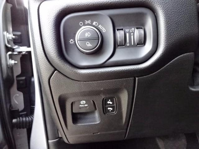 2019 Ram 1500 Crew Cab 4x4,  Pickup #KN618271 - photo 11