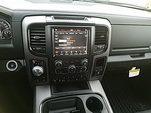 2018 Ram 1500 Crew Cab 4x4 Pickup #84D366 - photo 5