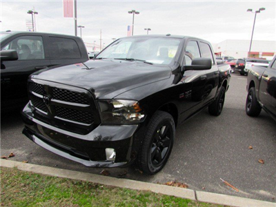 2018 Ram 1500 Crew Cab 4x4 Pickup #CJ060 - photo 3