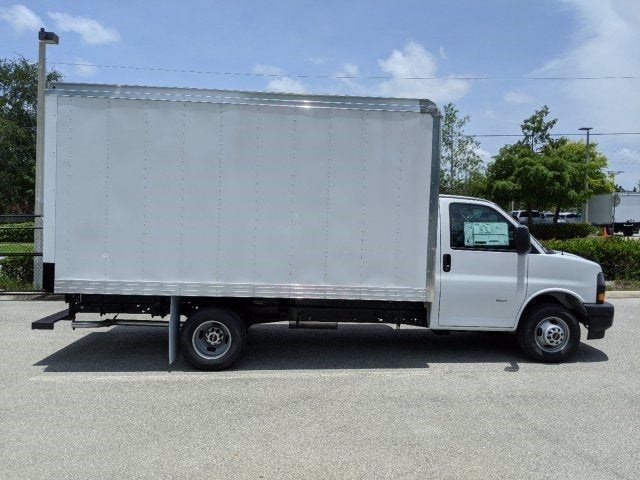 2020 GMC Savana 3500 RWD, J&B Truck Body Cutaway Van #T20326 - photo 3