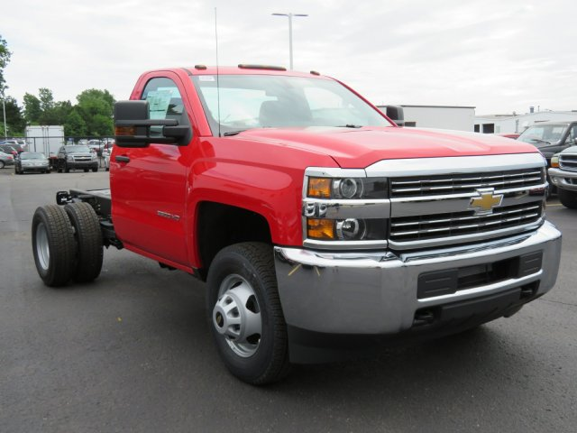 2018 Silverado 3500 Regular Cab DRW 4x4,  Cab Chassis #18K458W - photo 4