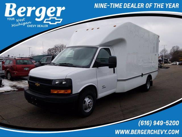 2021 Chevrolet Express 4500 DRW 4x2, Unicell Cutaway Van #21G15W - photo 1