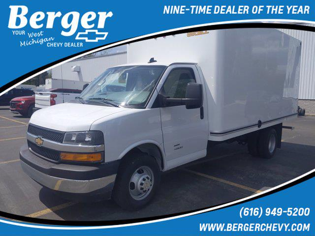 2021 Chevrolet Express 4500 DRW 4x2, Unicell Cutaway Van #21G36W - photo 1
