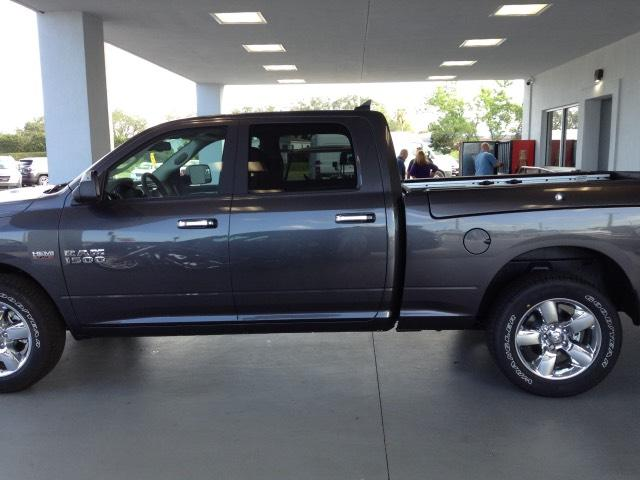 2018 Ram 1500 Crew Cab 4x4, Pickup #JS110420 - photo 6