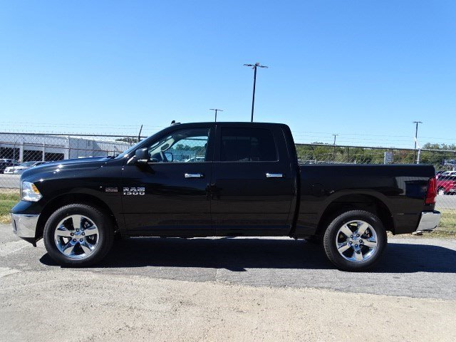 2017 Ram 1500 Crew Cab 4x4 Pickup #HG522843 - photo 3