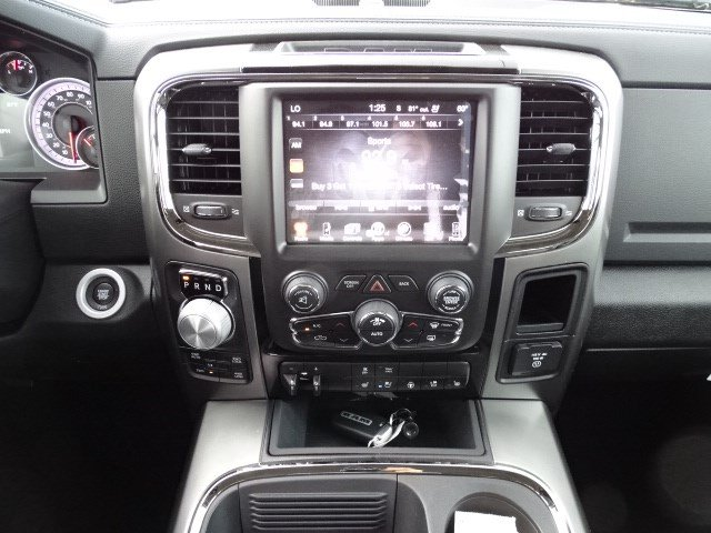 2017 Ram 1500 Crew Cab 4x4, Pickup #HS580361 - photo 11