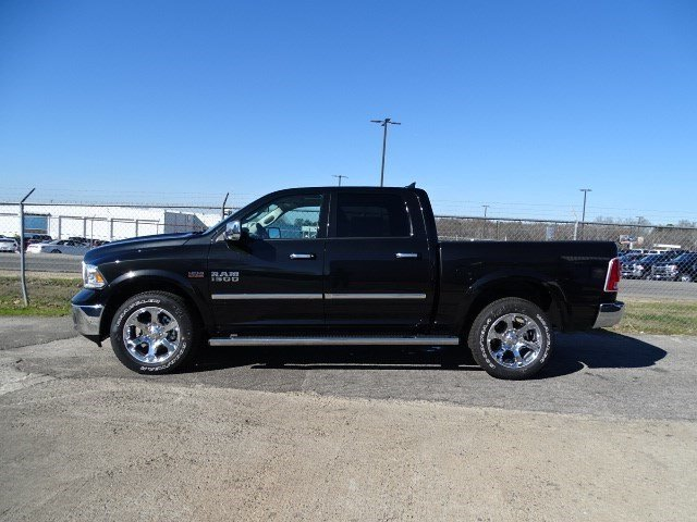 2017 Ram 1500 Crew Cab 4x4, Pickup #HS661293 - photo 3