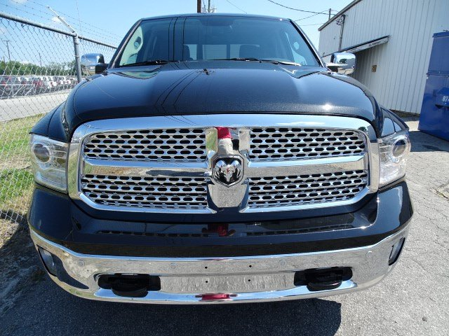2017 Ram 1500 Crew Cab 4x4 Pickup #HS774307 - photo 3